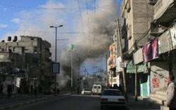 قصف إسرائيلي على مخيم رفح أمس (اياد البابا ــ أ ب)