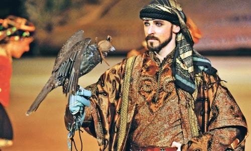 بعدما شهدت أبو ظبي عرضه الأول في شتاء 2008، ها هو «زايد والحلم» لكركلا يصل أخيراً إلى بيروت. ابتداءً من 12 شباط (فبراير) الحالي، سيملأ الإبهار مسرح «فوروم دو بيروت»، ضمن عرض يروي قصّة تأسيس الإمارات ع