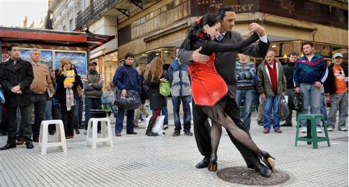 رقصة التانغو: لعبة انجذاب وثقة يكون بعدها التناغم أو لا يكون (أرشيف ــ أ ف ب)