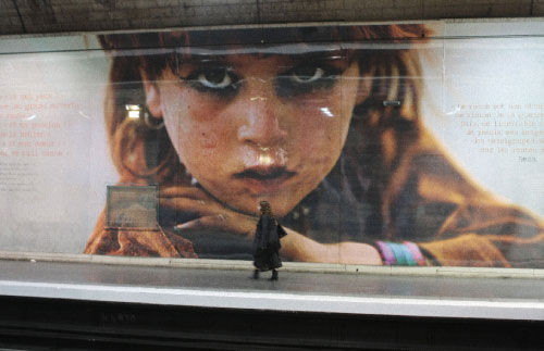 صور رضا دغاتي تغزو مترو الأنفاق في باريس هذه الأيّام. الفكرة أطلقتها محطّة «ناشونال جيوغرافيك» التي يعمل لديها المصوّر الإيراني ـــ الفرنسي المعروف، بالاشتراك مع شركة النقل الوطنيّة في باريس وضواحيها