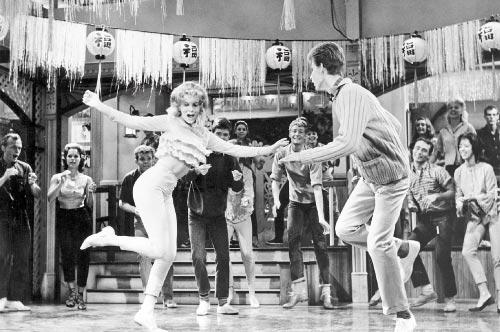 «وداعاً بيردي» (1963) الذي حقق نجاحاً شعبياً واسعاً في الستينيات، دخل عالم السينما الرقمية. الفيلم المقتبس عن مسرحية غنائية تألقت في برودواي، قُدّم، أول من أمس، في نسخة جديدة مرمّمة، خلال عرض احتفالي