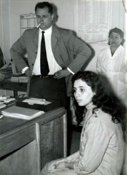 جميلة الجزائرية شابة خلال محاكمتها على يد الإحتلال الفرنسي