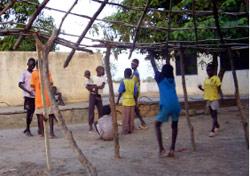 في إحدى قرى اغاثة الأطفال في ملكار جنوب السودان (أ ب)