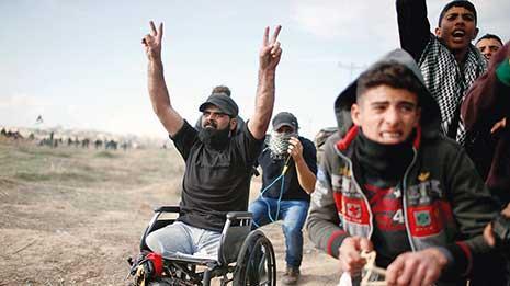 لن يُمحى الفلسطيني إبراهيم أبو ثريّا من الذاكرة. ابن الـ29 عاماً، استشهد أخيراً بنيران قناص إسرائيلي شرق غزّة خلال مشاركته في تظاهرة مندّدة بقرار الرئيس الأميركي دونالد ترامب إعلان القدس المحتلة عاصمة
