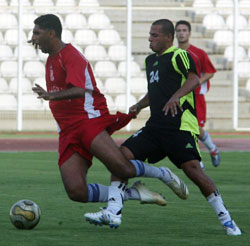 علي أسعد (24) يرتكب مخالفة ضد فيصل عنتر (محمد علي)