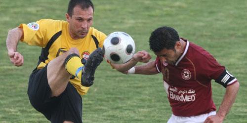 من يرفع كأس الدوري قائد النجمة عباس عطوي أم قائد العهد باسم مرمر؟ (أرشيف)