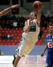لاعب زين مايكل كريستيانسن سجّل 24 نقطة (محمد حامد ــ رويترز)