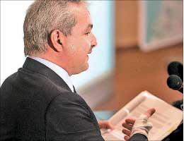 الوزير الياس المر (وائل اللادقي)