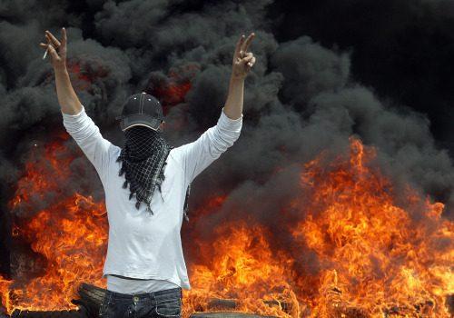 استبدلت التظاهرة بحرق الدواليب (هيثم الموسوي)