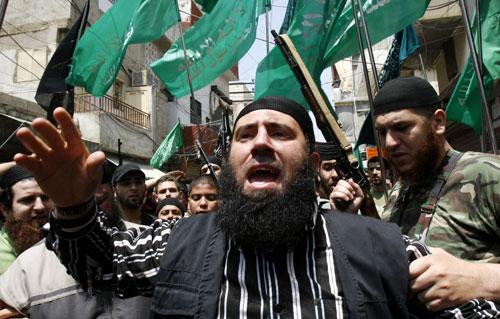 إسلاميون في تظاهرة مؤيدة لفتح الإسلام (أرشيف - أ ب)