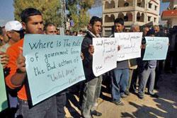 من اعتصام بعض الأهالي في الخيام (يونس زعتري)