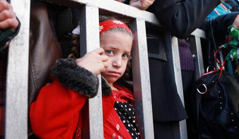 يشارك من سمح لهم الاحتلال من مسيحيي غزة بالسفر إلى الضفة في الاحتفال بالأعياد المجيدة (آي بي ايه)