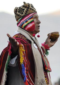 خلال احتفالات البوليفيين برأس السنة في تياواناكو (آيزار رالديس - أ ف ب)